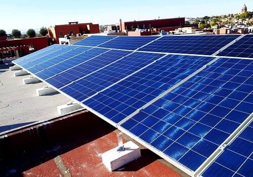 Instalación de Paneles Solares en azotea de una casa en México